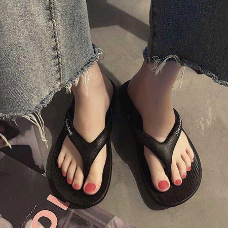 검정 데일리 여름 해변가 스타일 쪼리 슬리퍼 코디